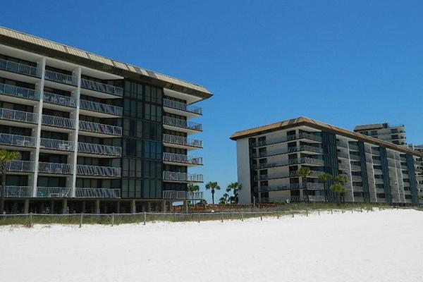 Edgewater Beach Resort – Leeward/Windward